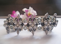 Grey Pearl Flower Superduo Bracelet Tutorial