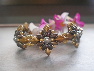 Golden Sparkle Flower Bracelet Tutorial