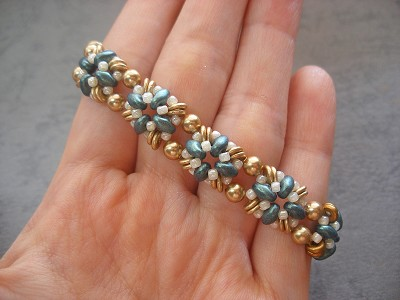Dainty Golden Green SuperDuo Bracelet Tutorial