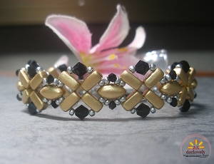 Golden Cross Brick Bracelet Tutorial